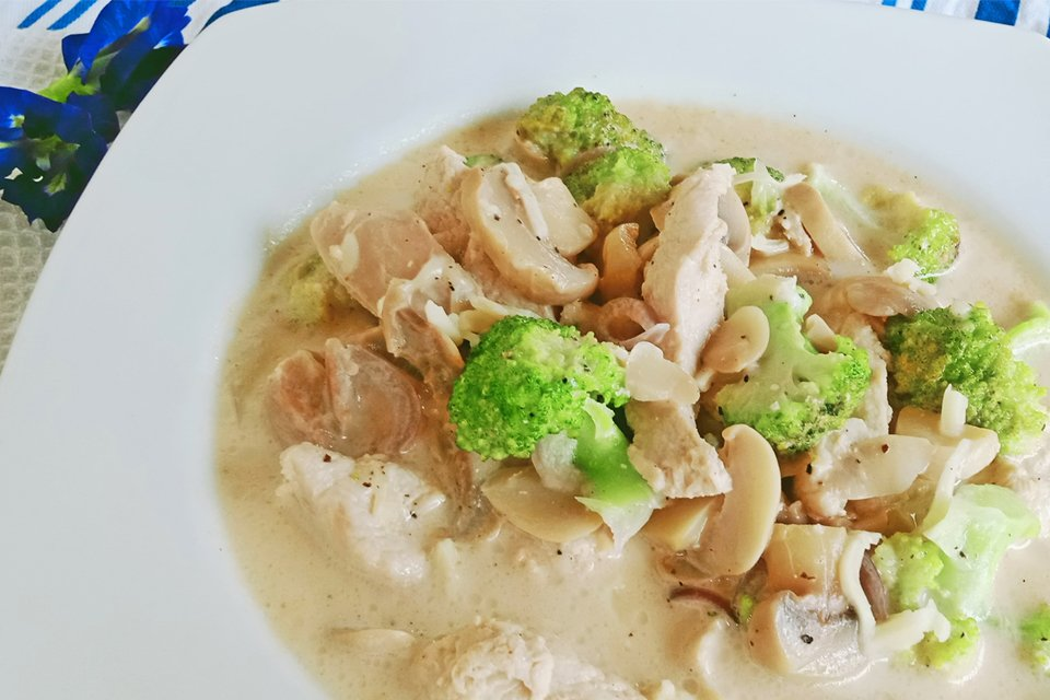 Chicken Broccoli with Mushroom, Cheesy Chicken Broccoli and Mushroom Recipe, Mom Food Blog