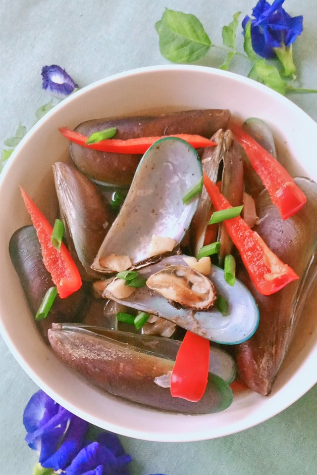 How to Cook Mussels, Mussels in Spicy Ginger Broth, Mom Food Blog, Mussels Recipe, Tahong Recipe